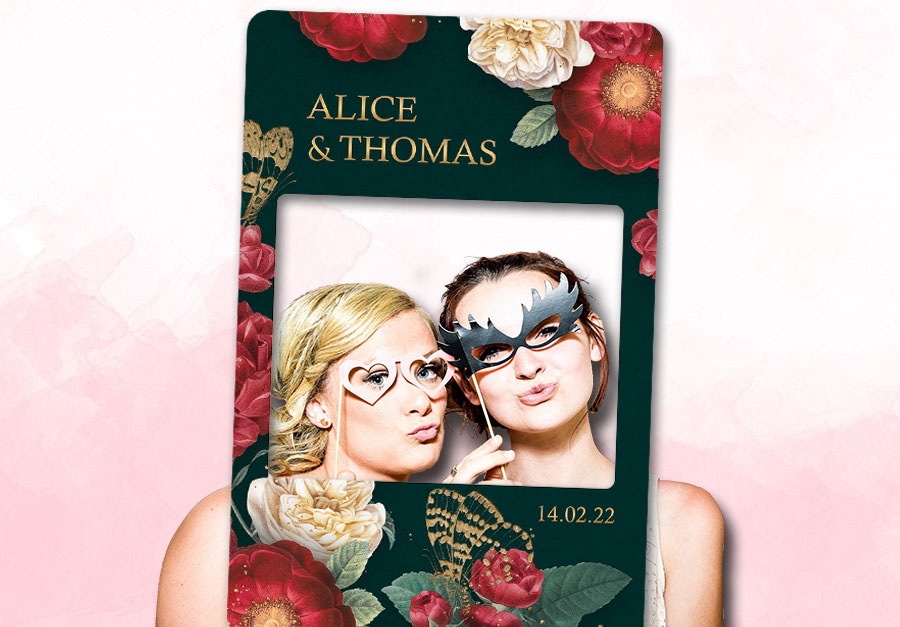 creation-cadre-photobooth-mariage-decoration-fleurs-rouge-or